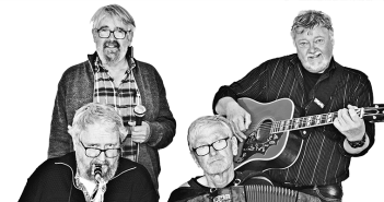 Alfr3d består af fire medlemmer, Henrik på saxofon, Bjarne på guitar, Hans på harmonika og Anders som synger sangene.