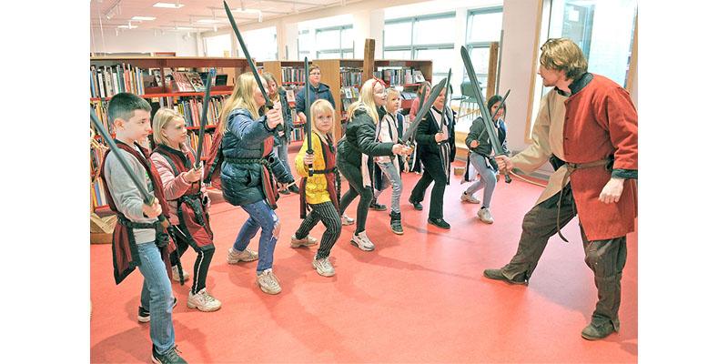 Rollespilsakademiet optrådte for børn og andre med lyst til leg
