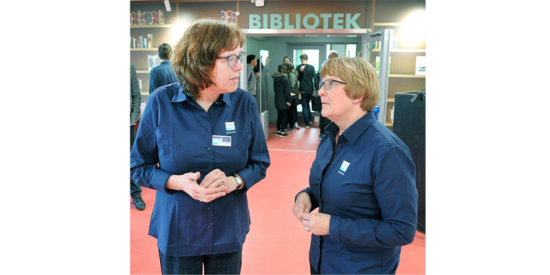 Tv. arkivar Anne-Marie Jørgensen samt bibliotekschef Kirstine Lundsgaard