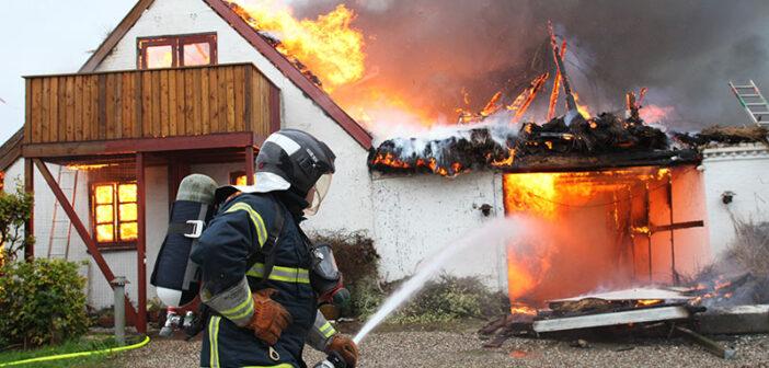 Gård brændte ned til grunden