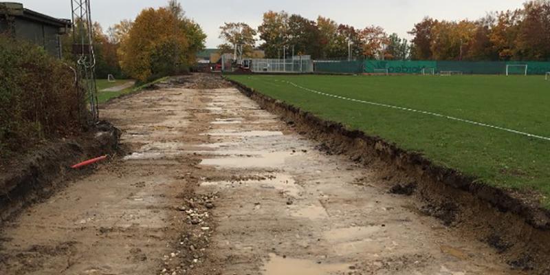 Udgravning til aktivitetsbåndet mellem skolerne i Jægerspris.